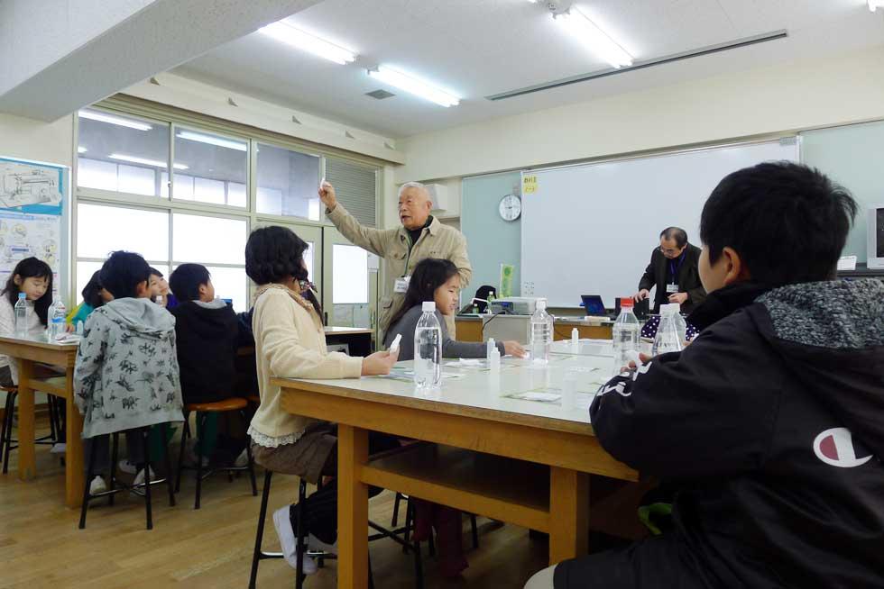 モノづくり体験教室>エコ製品体験教室@楠根東小学校