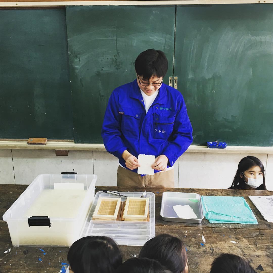 本日のモノづくり体験教室>紙すき体験教室